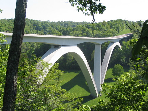The Natchez Trace Parkway Bridge, by Bretandmarilyn on flickr.