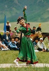tnzerin I (*Sabine*) Tags: travel green dance costume colorful asia asien traditional dancer mongolia terelj mongolei nadaam mongolia2004 year:uploaded=2006 sabinesteinmller