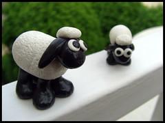 Petit couple (lavomatic) Tags: black animal noir handmade main explore polymerclay fimo clay balcon blanc argile fait polymer polymre faitmain artisanale argilepolymre