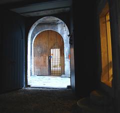 PORTALES (beagle34) Tags: espaa luz spain negro catalonia girona portales catalunya catalua gerona puertas espanya sonydscr1 beagle34 analiza4044