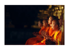 prayers (Nachosan) Tags: thailand bokeh bangkok prayer religion buddhism monks mirrorsofsociety nachosan itsongselection itsongnikond70 itsongmirrorssoutheastasia nikonstunninggallery