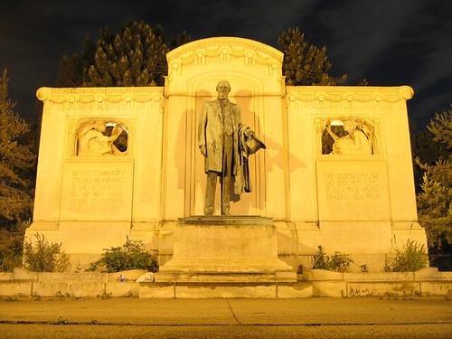 Uptown Statue 3278