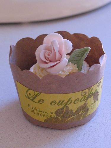 Flower cupcake / shabby chic cupcake