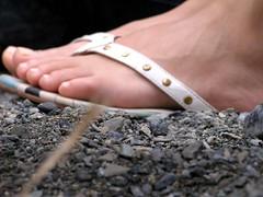 close (pucci.it) Tags: feet flipflop femalefeet