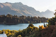 Queenstown Gardens (Guess Where New Zealand) ((nz)dave) Tags: newzealand gardens landscape outdoors unguessed scenery nz queenstown remarkables guesswherenewzealand guesswherenz