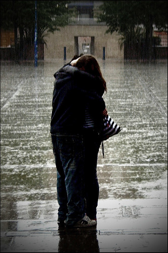 Couple in the rain (Remaster 2)