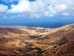 Lanzarote Mountain View (edowds) Tags: mountain spain lanzarote atlanticocean canaryislands scoreme45 flickrchallengegroup