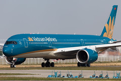 Vietnam Airlines Airbus A350-941 cn 014 VN-A886 (Clément Alloing - CAphotography) Tags: sky test cn canon airplane airport mark aircraft flight engine ground off aeroplane vietnam landing ii airbus take 5d toulouse airways airlines aeroport aeropuerto blagnac spotting 014 tls 100400 lfbo a350941 vna886