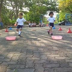 kegiatan-olahraga-memindah-bola-lari-silang (3)