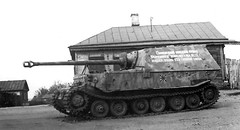 "The writing says: German Self propelled artillery gun ""Ferdinand"", captured with it's crew by fighters of 129 division."