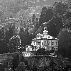 Villa del Lago Maggiore (pom.angers) Tags: canoneos400ddigital 2009 february stresa lagomaggiore piemonte italia italy europeanunion 100 150 200 300 5000
