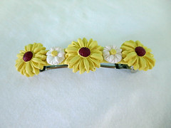 Yellow daisy barette (playsculptlive) Tags: flower polymerclay daisy barette pcagoe playsculptlive