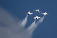 Diamond Opener (Skeeter Photo) Tags: show smoke air trails diamond formation f16 mkt thunderbirds usaf mn usairforce mankato unitedstatesairforce avgeek kmkt minnesotaairspectacular skeeterphoto