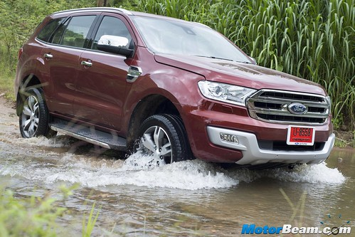 2015-Ford-Endeavour-15