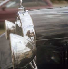 Old Camera Photographs Old Car.... (BunnySafari) Tags: reflection film antiquecar aberfoyle portra400 fpp yashicatwinlens124g