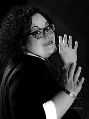 20161225_2 (Sándalo Armas) Tags: blancoynegro bn blackwhite bw inbiancoenero noiretblanc чернобелоеизображение retrato ritratto portrait портрет portret muotokuva портретпортрет 초상화 肖像 monocromático fondonegro interior gente potret