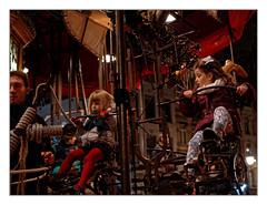 Rrrrrrrrrrroulez, jeunesse ! (Jean-Marie Lison) Tags: eos80d enfants bruxelles marchédenoël carrousel