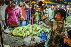 La balanza (Nebelkuss) Tags: india gwalior mercado market retratos portrait colores colours fruta fruit balanza scales elzoohumano thehumanzoo quierosercomostevemccurry iwannabelikestevemccurry fujixpro1 fujinonxf23f14