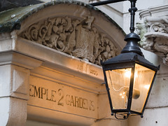 Gas lamp in the Middle Temple (James E. Petts) Tags: 2templegardens middletemple gaslamp london