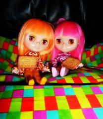 Rainbow Twins: We have custard cream cookies! Yum! (Bebopgirl1969) Tags: cookie biscuit blythe custardcream simplyguava simplymango