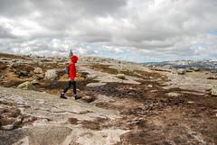 Kjerag (Karol Majewski) Tags: girl norway clouds landscape hiking fjord scandinavia rogaland lysefjord kjerag dziewczyna chmury ryfylke krajobraz norwegia wędrówka skandynawia