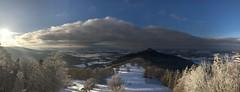 Winterlandschaft am Zeller Horn (Blende2,8) Tags: badenwürttemberg albtrauf himmel panorama wolken winterlandschaft bäume wald schwäbischealb schnee zellerhorn burghohenzollern