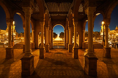 Plaza de España, Seville (beune casta) Tags: plaza place espagne españa spain sevilla seville sevilha symmetric symmetries symmetry beune beunephotography architecture andalousia andalucia starwars star wars night light