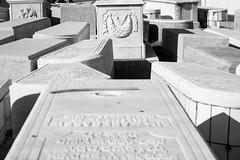 Reto Desorden: Cementerio Judío (gabrielromeroplana) Tags: retosemanal blogdelfotógrafo desorden cementerio judío tumba tanger marruecos canon eos 1100d yongnuo 50mm 18 yongnuo50mm18