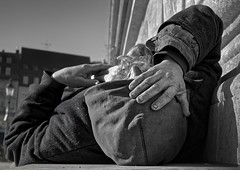 P1240193 (Manphred) Tags: obdachlos obdachloser homeless person people sonne sun rest pause schlaf schlafen sleep erschöpft erschöpfung exhaustion fatigue exhausted handdirt dreckig dirty nails nail nagel nägel berber penner tramp bum downandout münchen munich residenz royalresidence