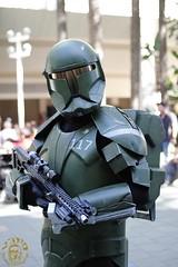 Star Wars Celebration 7 (V Threepio) Tags: starwars costume outfit cosplay posing dressup halo convention scifi videogame armygreen masterchief bountyhunter swca starwarscelebration7 swc7