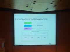 Natalia Sampériz hablando sobre los Dashboards e informes de Analytics. (torresburrielestudio) Tags: analítica analytics ponencia analíticaweb ponenciasecommerce análisisdatos dashboardsanalytics