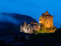 Eilean Donan Castle (ShimmyGraphy) Tags: castle night photography scotland long exposure time nacht eilean donan scottland langzeitbelichtung longtime 2013