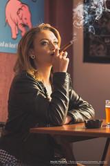 Ensaio Letícia (Murilo Pimenta) Tags: woman sexy beer girl rock bar poster ensaio mulher blond garota bier cerveja rocknroll alternative goiânia loira rash goiás fumaça cigarro balcão cervejaria alternativa charuto rashbier