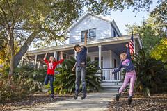 Happy Kids (Danieldevad) Tags: portrait kids jump boy girl people feeling emotion house retrato niños salto emociones casa