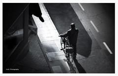 El afilador (Imati) Tags: afilador calle exterior invierno contraluz sombra