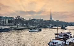 I love Paris parce que, oh pourquoi j'aime Paris? (miriam ulivi) Tags: miriamulivi nikond7200 france paris parigi fiume river senna seine tramonto sunset toureiffel pontdesinvalides battelli