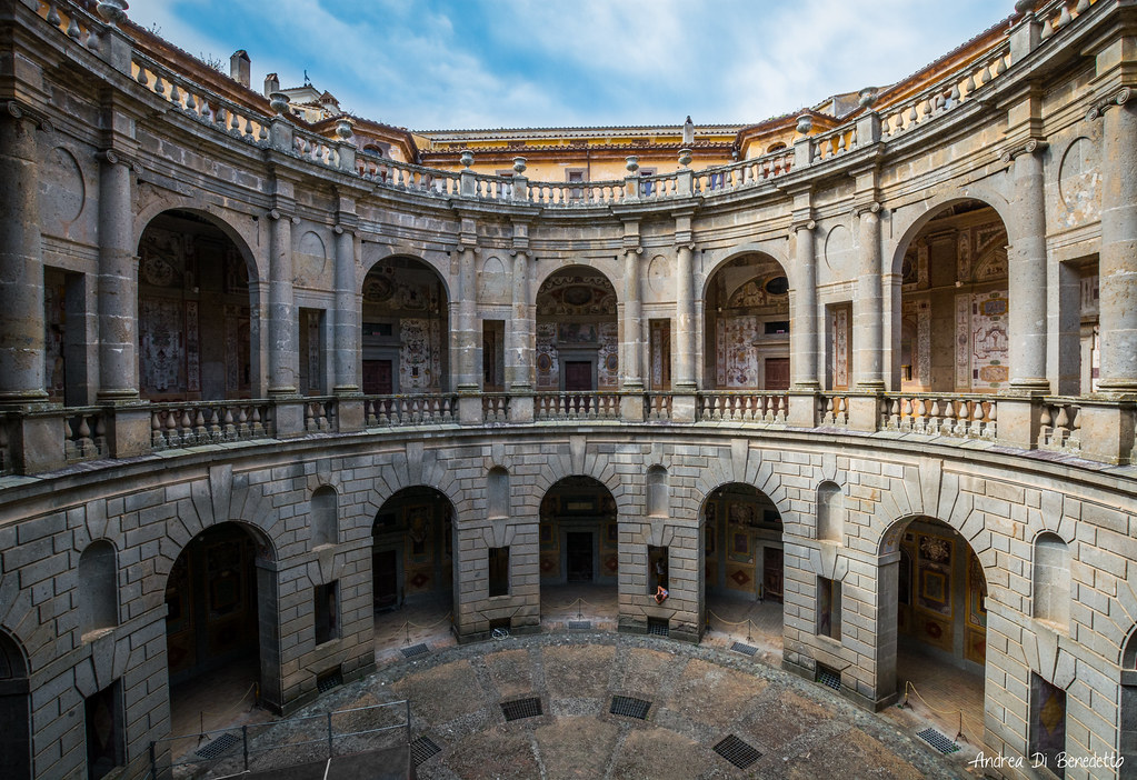 The world 39 s best photos of farnese and villa flickr hive for Cortile circolare