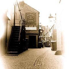 Old Leeds Alleyway (paulelcock92) Tags: rolleiflex fomapan