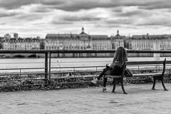 Contemplative sur les quais (yoyolg33) Tags: bordeaux garonne personne fleuve urbain photoderue