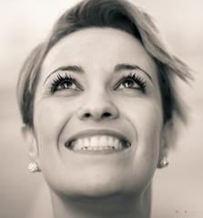 Smiling eyes (Dani_vr) Tags: retrato mujer babe woman belleza beauty ojos eyes monocromo mono monochrome blancoynegro blackandwhite