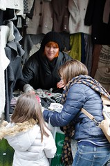 Shopping in the street (XIMOLO) Tags: nikon estonia gloves tallin mercadillo guantes callejera vendedora d5100