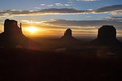 Monument Valley (joelledewael) Tags: sky usa sunrise ciel monumentvalley nuage leverdesoleil