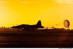 F-5EM pousando em Natal-RN (Força Aérea Brasileira - Página Oficial) Tags: pordosol airplane aircraft pôrdosol silhueta aviacao canon5dmarkii fotoeniltonkirchhof cruzexflight2013 bantbaseaereadenatal
