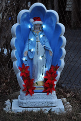 Have a MARY Christmas! (Violentz) Tags: virginmarystatue virginmary bathtubmary patricklentzphotography