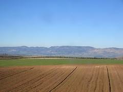 Plowed field and mountain view from railway east of Meknes, Morocco (Paul McClure DC) Tags: morocco fez almaghrib dec2016 scenery meknes fèsmeknèsregion