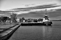 Cornwall Harbour (Roger Daigle) Tags: bw monochrome st boats lawrence nikon waterfront harbour tug seaway d610
