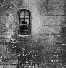 Room with a view (Martyn.A.Smith LRPS) Tags: window wall outdoors blackwhite interior nationaltrust warwickshire baddesleyclinton englanduk canon7d