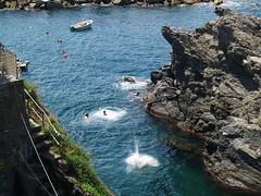 Rock diving in Manarola (bushman58929) Tags: travel italy diving terre manarola cinque