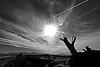 Un aprés midi sur la plage. (sergecos) Tags: noiretblanc blackandwhite blancoynegro ciel cielo sky soleil sun sol nuages clouds nubes silhouette plage beach sony mer mar sea méditerranée mediterranean côte littoral coast shore lines lignes