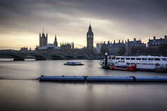 Life on the Thames (Fabien Georget (fg photographe)) Tags: tamise thames bigben sunset longexposure elitephotographie water supershot supershotaward sunrise theworldthroughmyeyes sky shot elitephotography elmundopormontera landscape sun autumn poselongue london beautiful canoneos600d fabiengeorget bigfave beautifulearth canon bluehour blue heurebleue cloudsstromssunsetandsunrise flickrdepot mordudephoto cloud flicker flickrunitedaward flickr greatphotographer geotagging georget fgphotographe westminster londres parlement paysage bridge bridges pont asbeautifulasyouwant eau